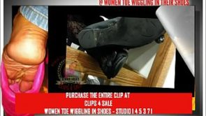 Clips4Sale HOT GOTHIC CHICK TOE WIGGLING IN BLACK FLATS