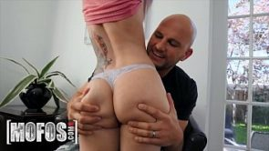 Tattooed babe (Val Steele) get her pussy drilled by (Jmac) – Mofos
